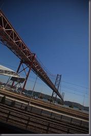 Le Pont du 25 avril tire son nom de la fin de la dictature, le 25 avril 1974.