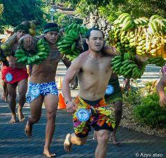 Course des porteurs de fruits à Tahiti